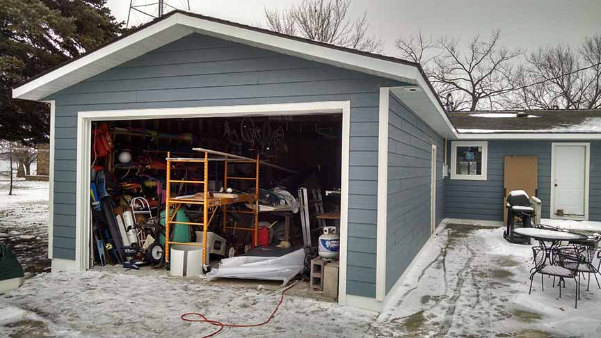 Lake home siding and window installation project